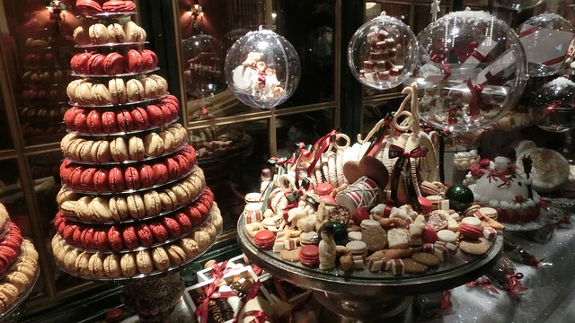 theme ideas for your store window - christamas